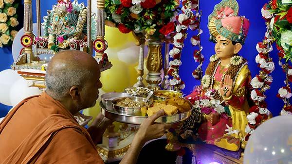 HDH Swamishri Vicharan | 1 to 30 April, 2021