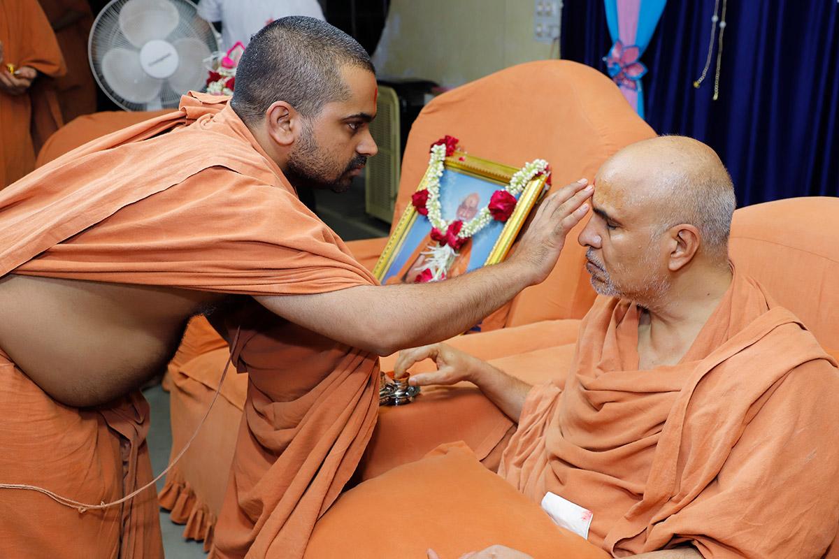 HDH Swamishri Guru Vandana - Chhatralaya