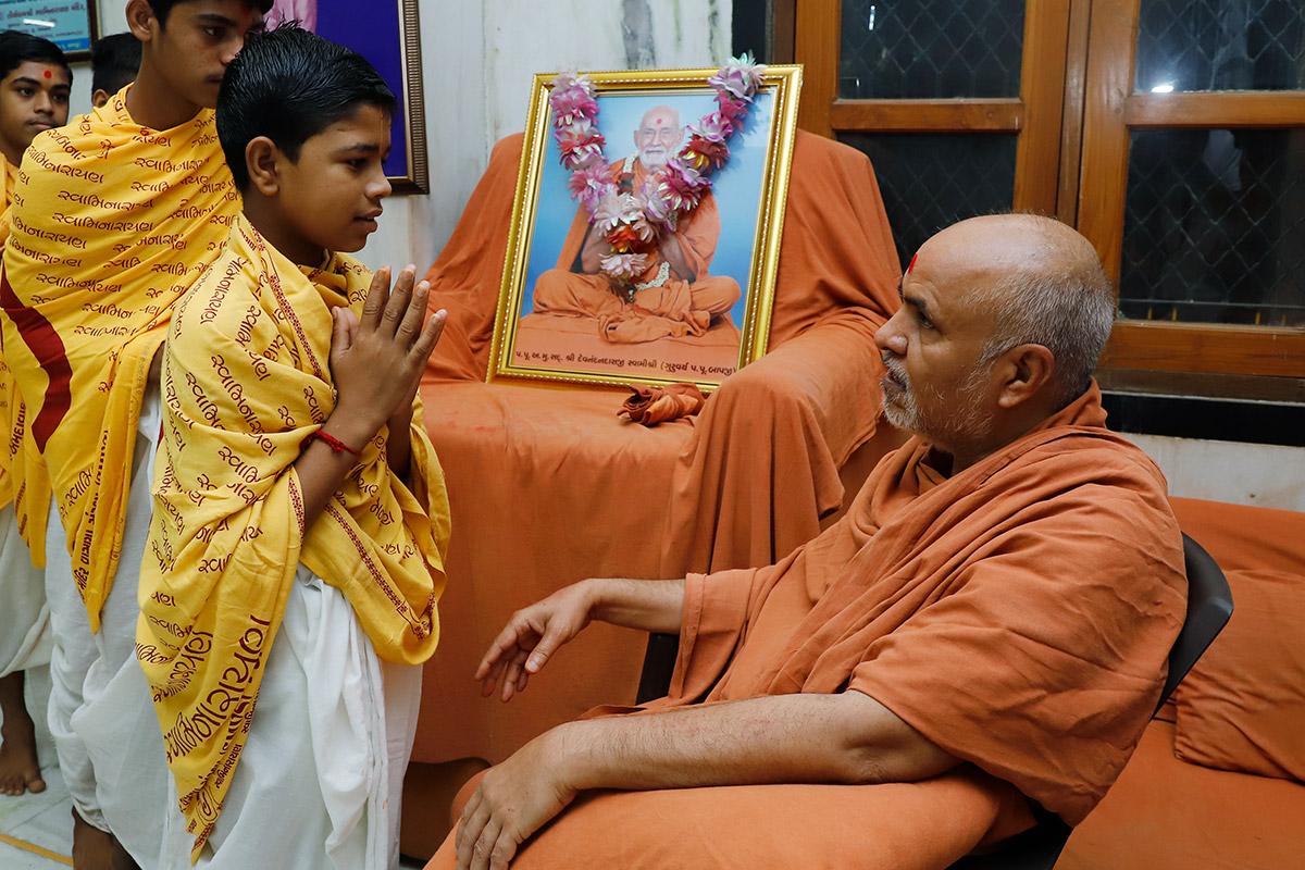 Gurukul Mukto Labh at Godhar