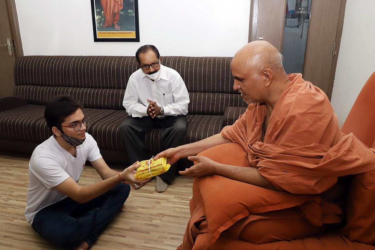 Nikat Darshan at Swaminarayan Dham