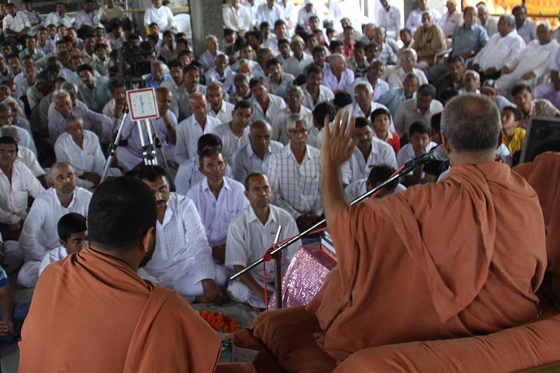Shravan Mas Katha Vicharan - HDH Swamishri