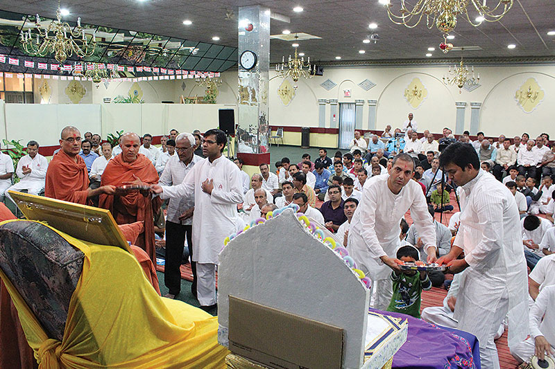 HDH Swamishri Vicharan - Canada