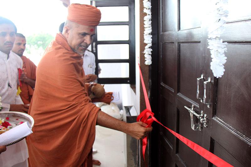 SMVS Swaminarayan Mandir Rajkot - Guru Purnima Celebrations