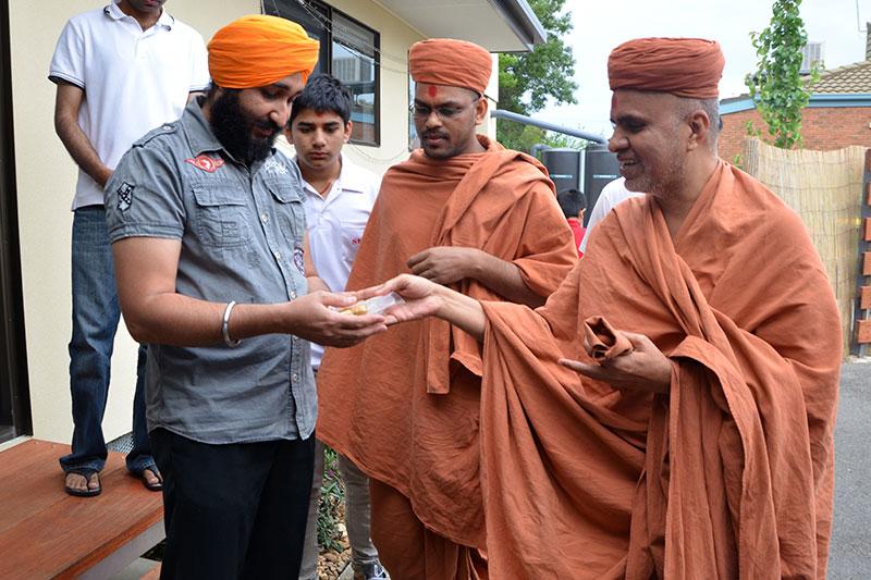 HDH Swamishri Vicharan - AUS
