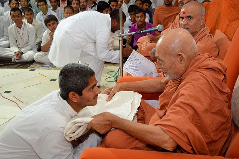 Parshad Diksha - Swaminarayan Dham