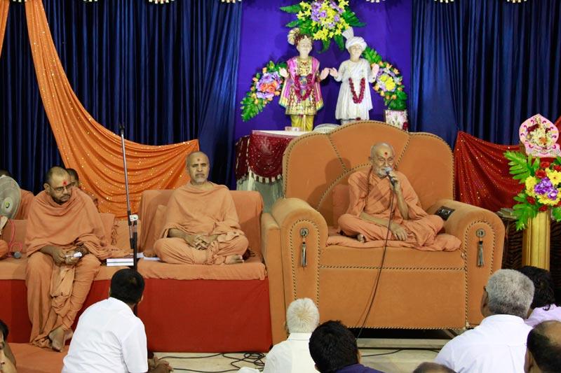 SMVS Shri Swaminarayan Mandir Vasna - Poonam Samaiyo